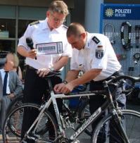 102312_Fahrradcodieraktion_des_Abschnitts_11
